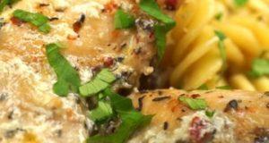 Макароны с курицей и грибами в сливочном соусе