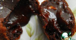Теплое шоколадное пирожное с жидкой начинкой