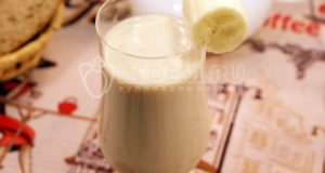 Молочно-банановый коктейль с финиками