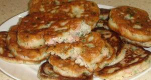 Оладьи с зеленым луком и колбасой