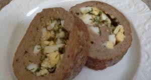Мясной рулет с сыром и яйцами