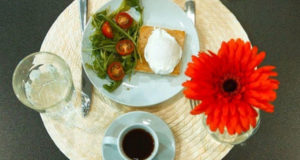 Завтрак с яйцом пашот