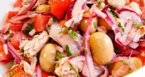 Сочный салат с фасолью и тунцом