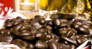 Миндаль в шоколаде с солью и перцем