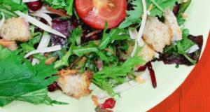 Легкий салат с зернами граната