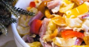 Необычный салат с ананасами и грибами