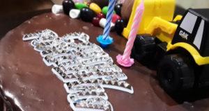 Шоколадный торт с малиновым конфи