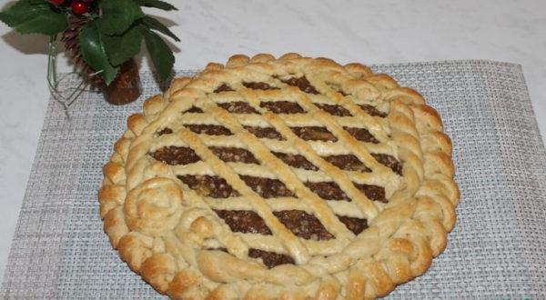 Пирог из песочного теста с яблочным вареньем