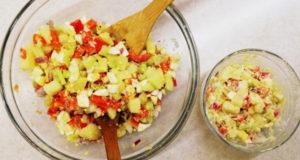 Картофельный салат с яйцом и свежими овощами