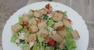 Салат с тушеной грудкой индейки