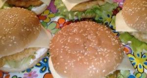 Домашний бургер с рубленой куриной котлетой