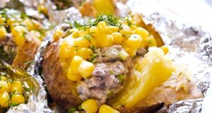 Печеный картофель с рыбной начинкой