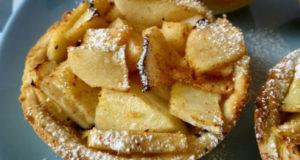 Яблочное пирожное с маком и лимоном