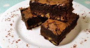 Пирог шоколадный брауни с орехами