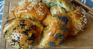 Хлеб косичка с зеленью и красным перцем