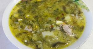 Зеленый борщ с щавелем яйцами и рисом