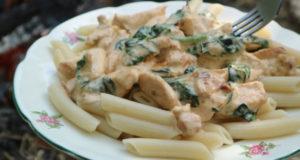 Макароны с курицей в сливочном соусе