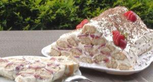 Торт-пирамида с клубникой