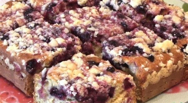 Пирог ягодный на кефире со штрейзелем