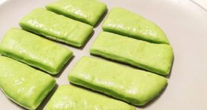 Зеленые сосиски в тесте Шрек