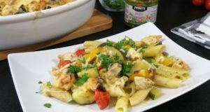 Запеченная паста с курицей овощами и соусом песто