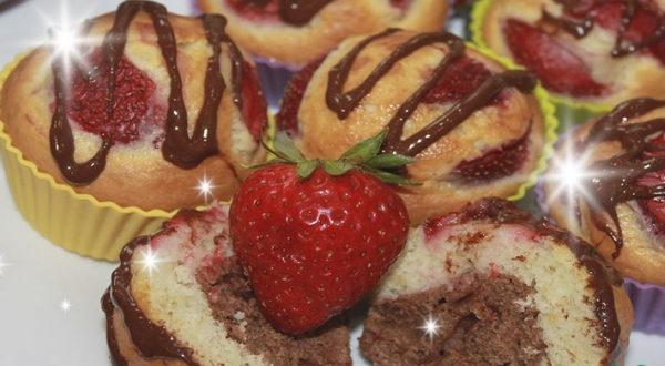 Сливочно-шоколадные маффины с клубникой