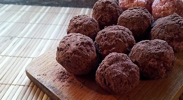 Кокосовые конфеты в какао с клубничным вкусом