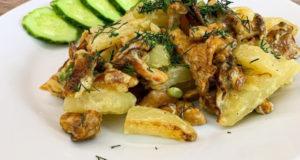 Молодой картофель с лисичками в сметане