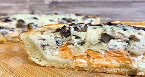 Рыбный пирог с семгой и грибами