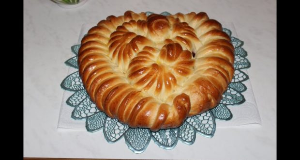 Вишневый пирог из холодного дрожжевого теста