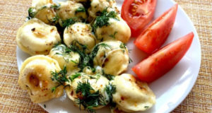 Жареные пельмени с сыром и зеленью