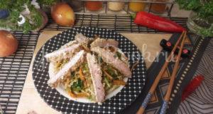 Салат со свининой в кунжутной панировке