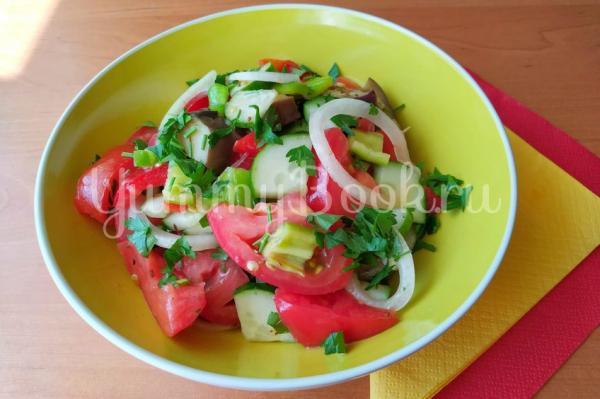 Салат из овощей с пикантной заправкой Шехерезада