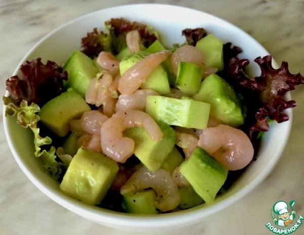Салат с креветками авокадо и огурцом