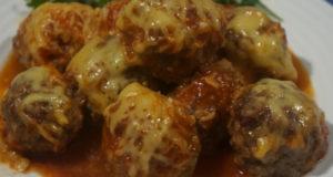 Митболы в томатном соусе под сырной корочкой