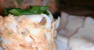Салат с кальмарами и творожным сыром