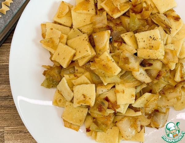 Итальянская паста Квадруччи с тушеной капустой