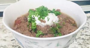 Кето-чили из говядины с халопеньо