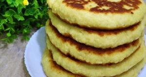 Лепешки на сковороде с сыром сулугуни