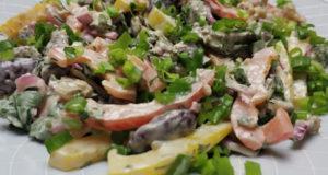 Простой салат с говядиной и фасолью