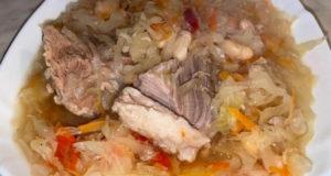 Капустняк с белой фасолью и мясом