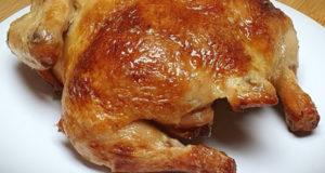 Курица запеченная в духовке с румяной корочкой