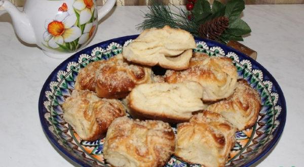 Слоеные булочки со штрейзелем