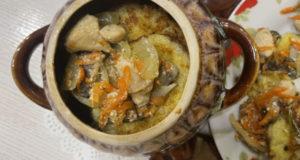 Драники с шампиньонами и курином филе в горшочке