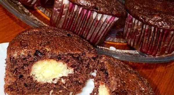 Шоколадно-банановые маффины с сюрпризом