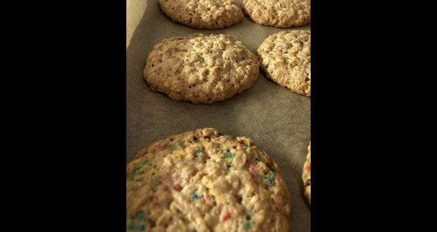 Овсяное печенье с шоколадом и посыпкой