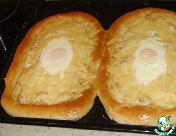 Пироги с курицей, сыром и яйцом