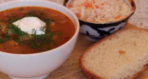 Суп-солянка из квашеной капусты с фасолью
