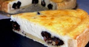 Сметанный тарт с черносливом и орехами