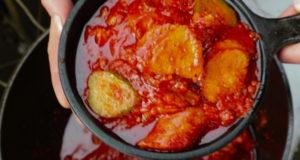 Свинина с колбасками в томатном соусе